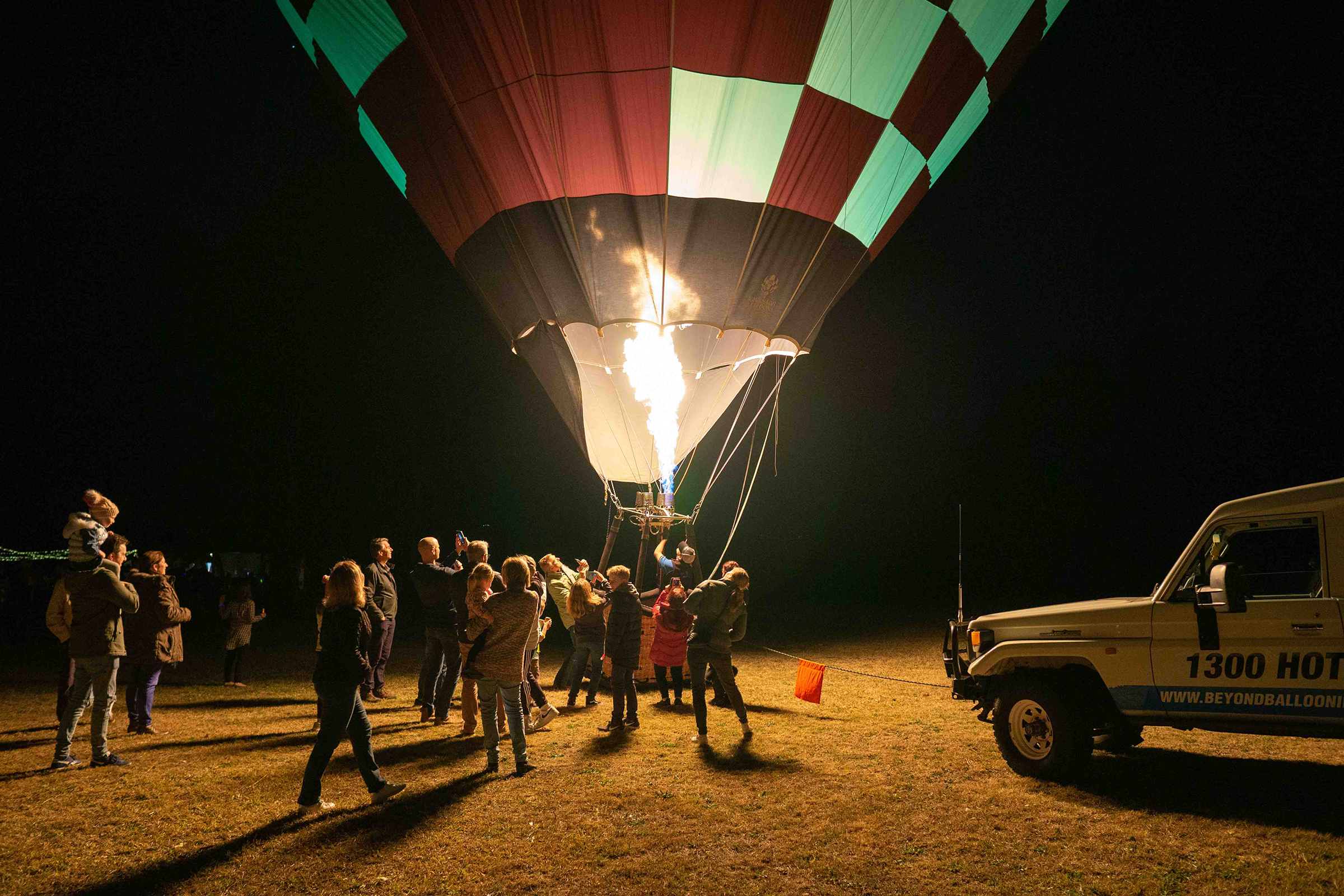 hot air balloon hunter valley glowing at night