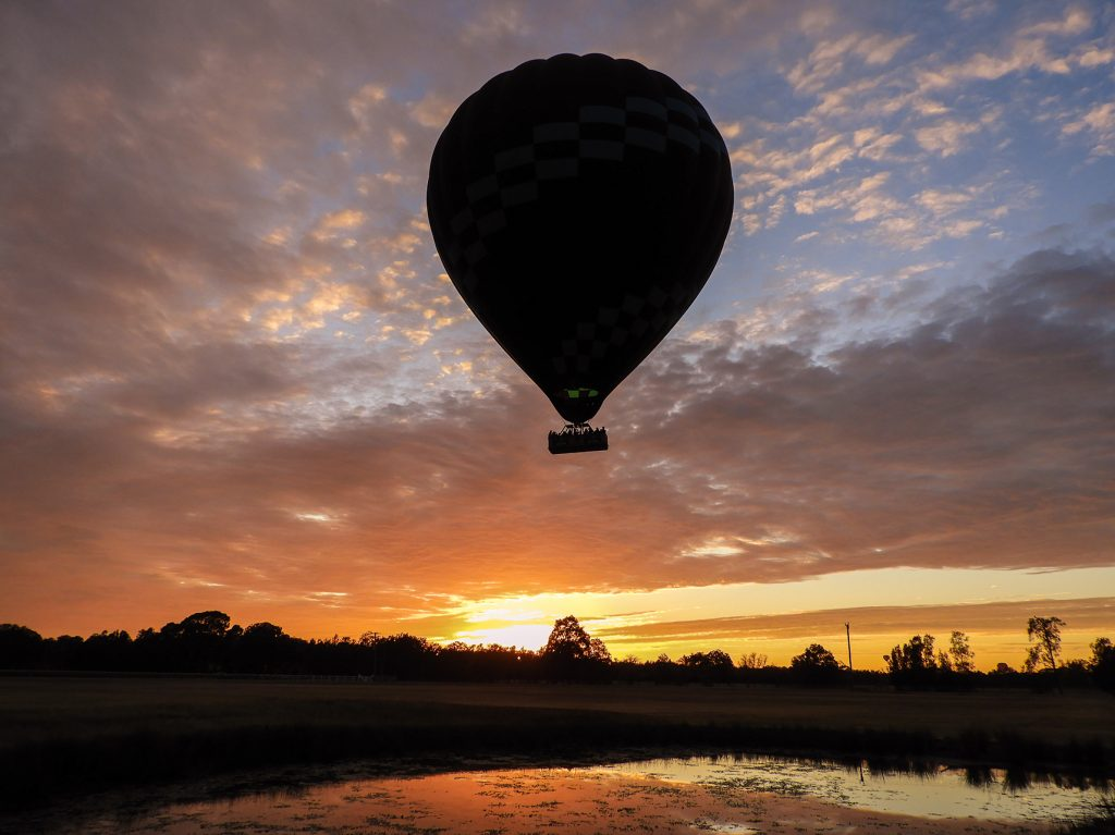 hot air balloon hunter valley at sunrise