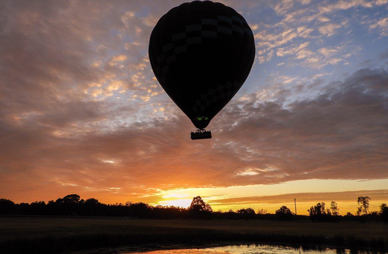 hot air balloon hunter valley at sunrise